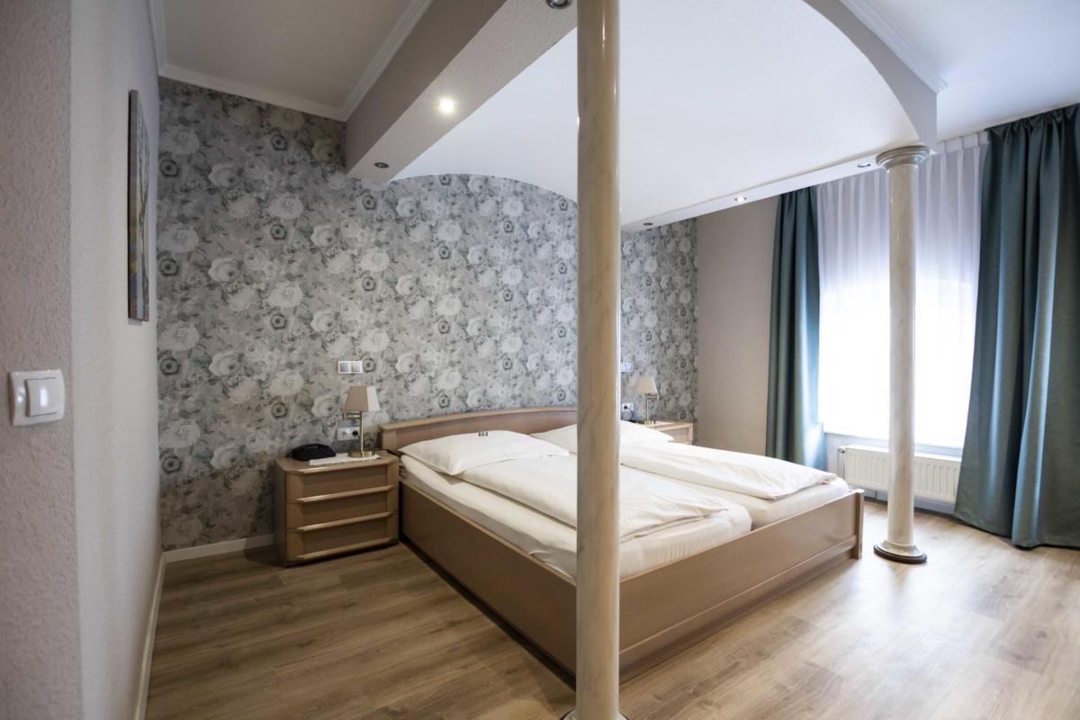 Hotel Bocholt Zimmer buchen Lanhaus zur Issel Rees Isselburg Wesel Grenzgebiet niederlande Hotel und Restaurant Biergarten